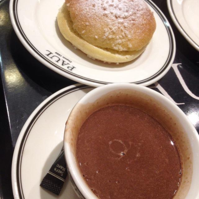 chocolat chaud et tropézienne