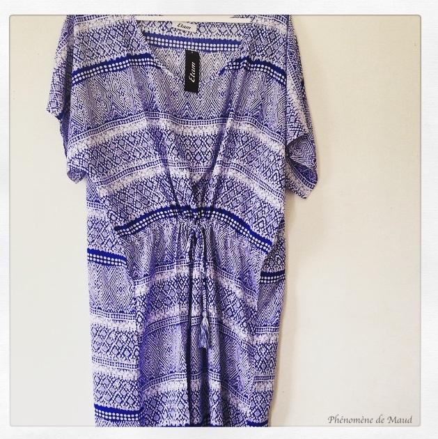 robe blanche et bleue