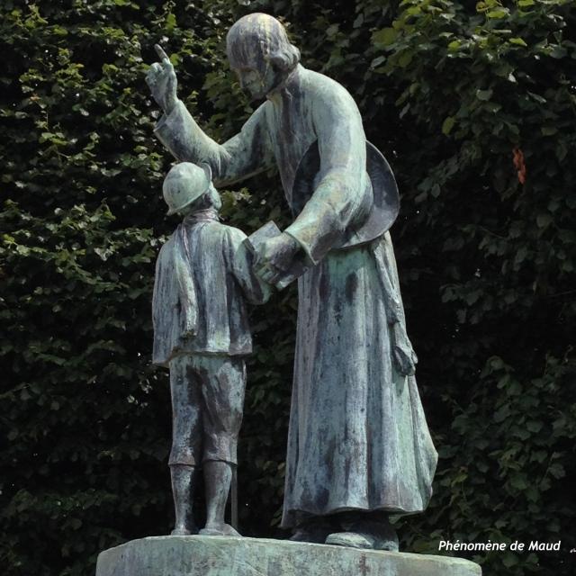 statue curé d-ars