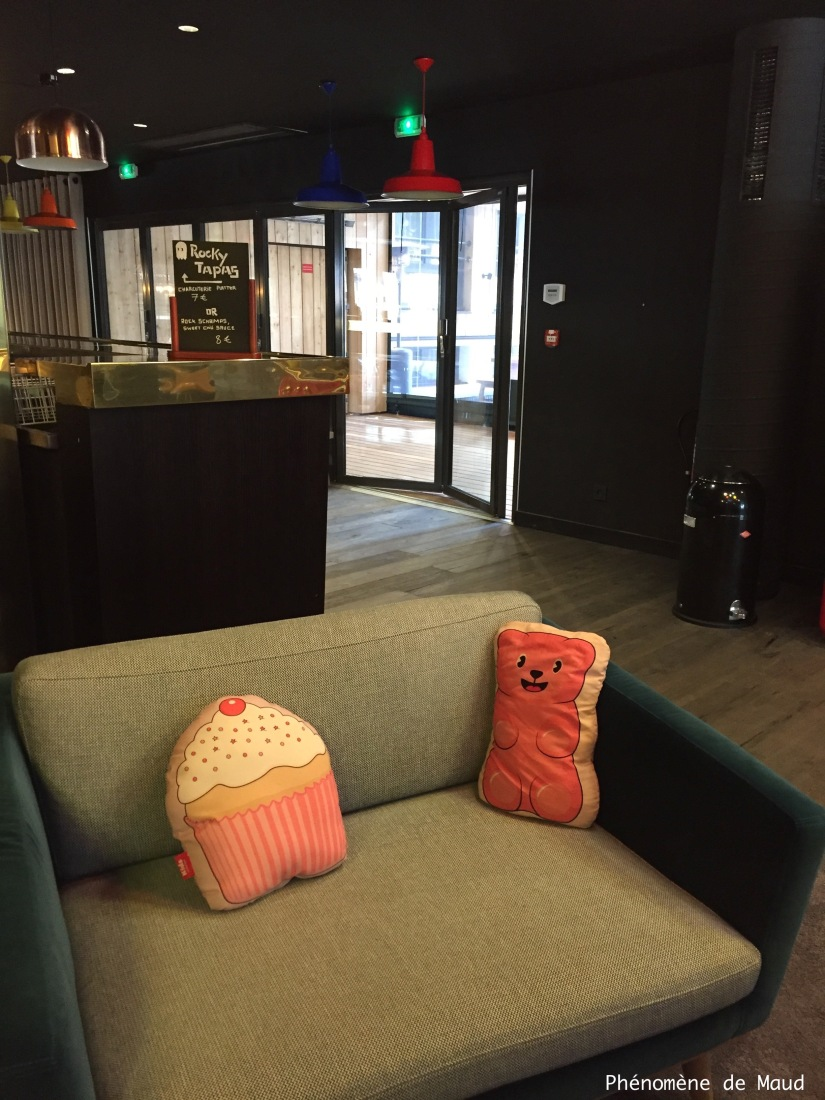 rocky pop hotel fauteuil coussins