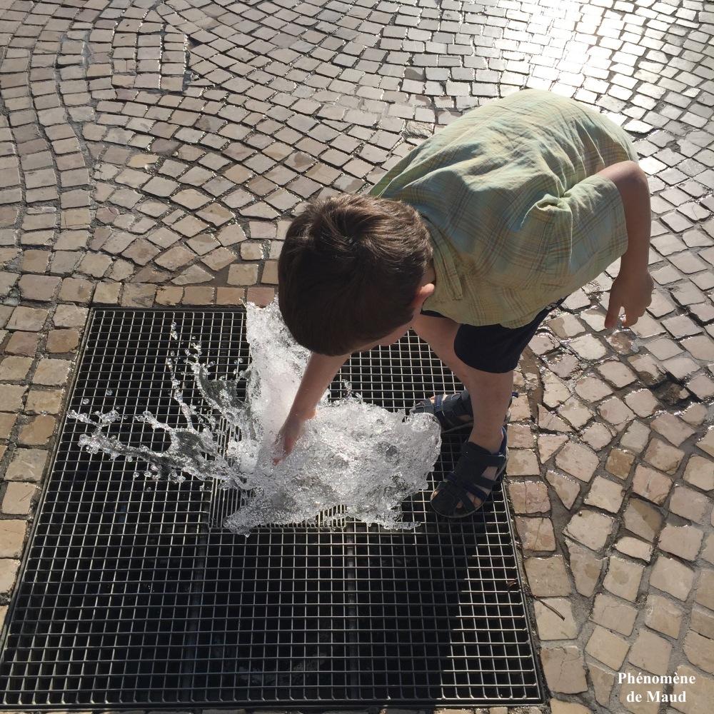 enfant fontaine clermont ferrand.jpg