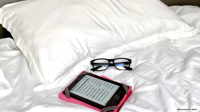 kindle lunettes lit. couette coussin.jpg