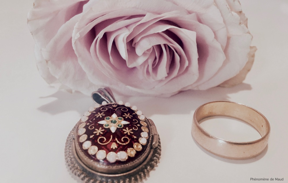 rose et bijoux.jpg
