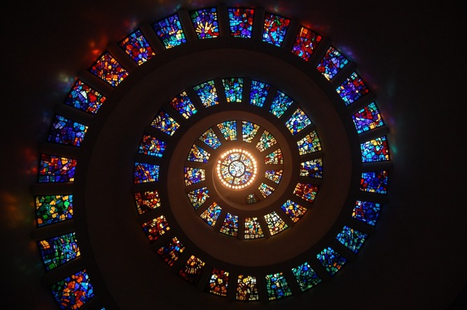 stained-glass-1181864_960_720.jpg
