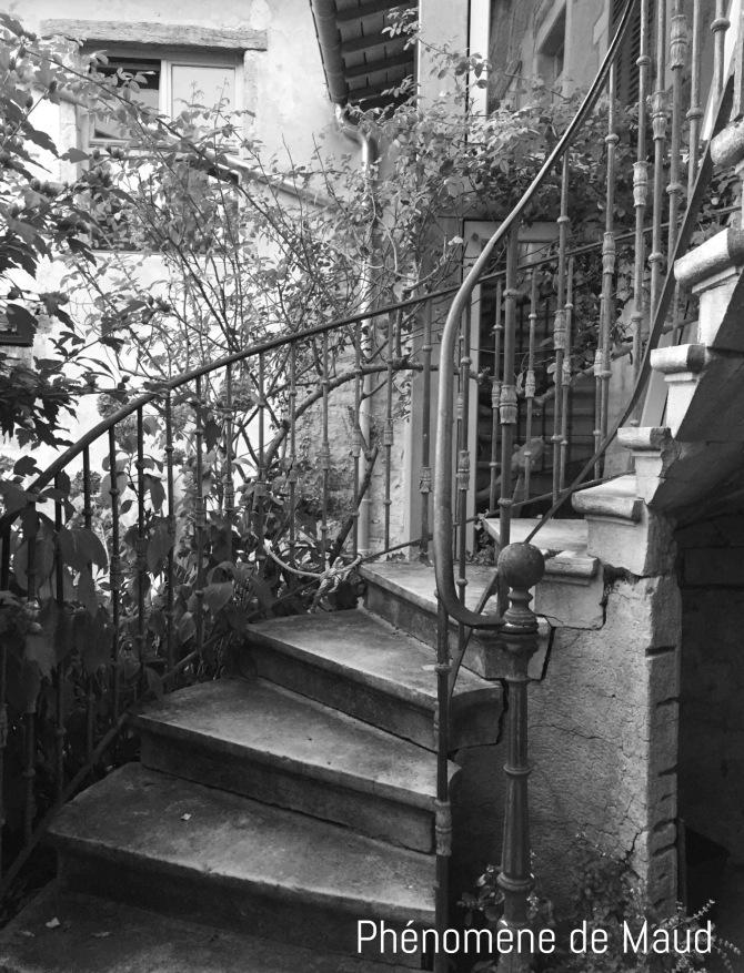 escaliers maison enfance phenomene de maud.JPG