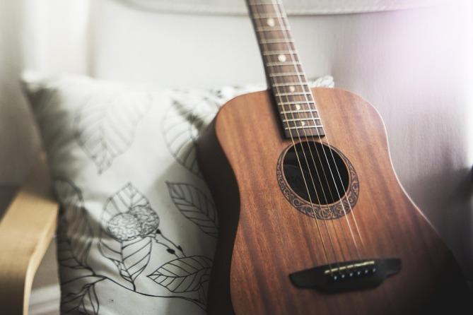 guitar-1836655_960_720.jpg