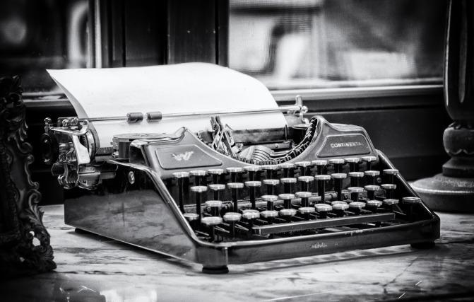 typewriter-3711589_1920